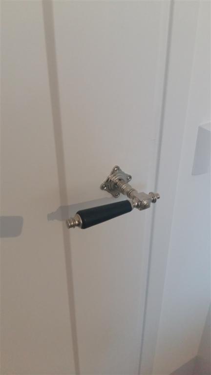 Oude Ikea Keuken Opknappen : deurbeslag, porseleinen kastknoppen, grepen en oude deurkrukken
